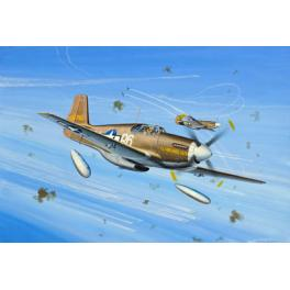 """Maquette P-51B Mustang série """"Micro Wings"""" 1/144e Revell. Avion de l'armée Américaine de la seconde guerre mondiale."""
