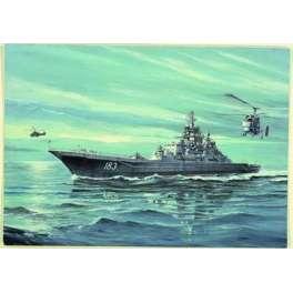 CROISEUR DE BATAILLE USSR P. VELIKIY. Maquette de navire de guerre. Trumpeter 1/700e