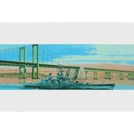 CUIRASSE U.S. BB-62 NEW JERSEY - 1983 . Maquette de bateau. Trumpeter 1/700e