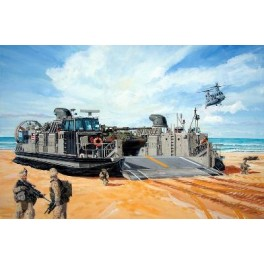 Maquette LCAC LANDING CRAFT AIR CUSHION USMC Trumpeter 1/144e.