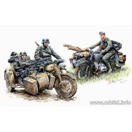 SET DE RECONNAISSANCE MOTOCYCLISTE ALLEMAND 2e Guerre Mondiale - 1 MOTO BMW R-75 1/35e Master Box.
