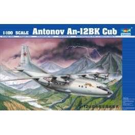ANTONOV AN-12 BK CUB. Maquette d'avion. Trumpeter 1/100e